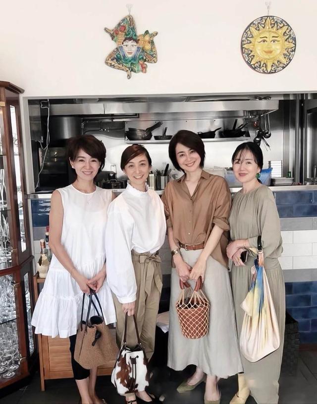 建议中年女性尽量少穿紧身裤!看看日本的家庭主妇。它们既时髦又有女人味