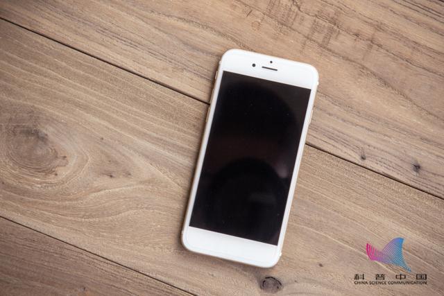 手机放在桌上,为什么屏幕最好朝下?不只是隐私问题