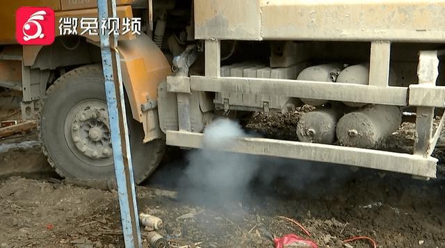 乌烟瘴气!被加了劣质柴油,贵阳一工地十多辆大货车瘫了